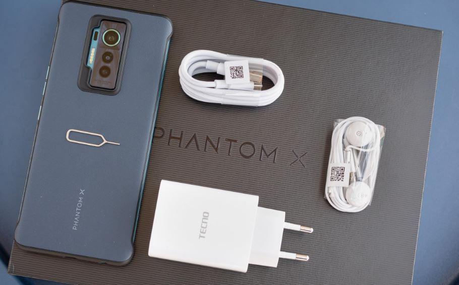 محتويات علبة هاتف Tecno Phantom X